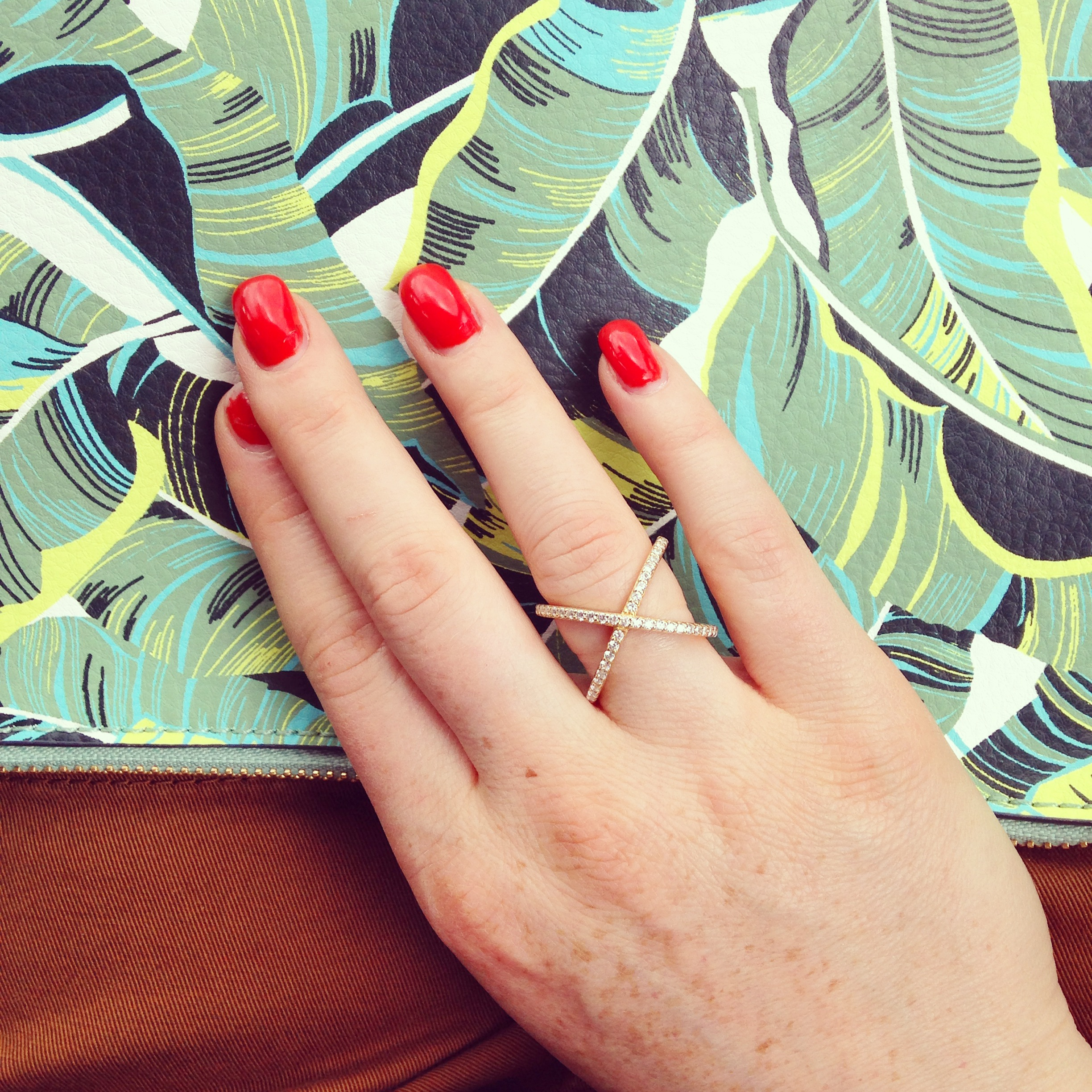 pave X ring, Gap plam leaf clutch