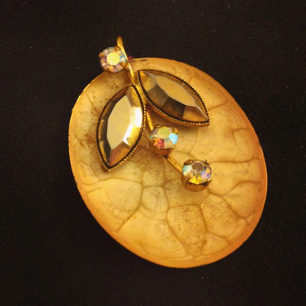 vintage leaf pendant