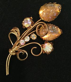 details: vintage brooch